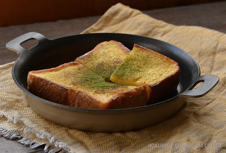 両手18cm_食パンの抹茶フレンチトースト