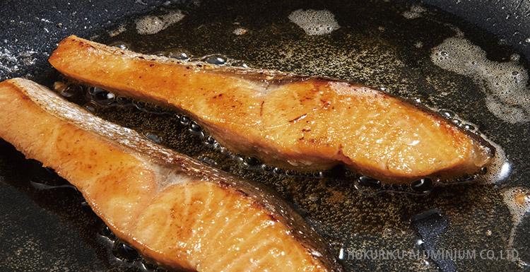 IHハイキャストプレミアムで作った鮭のバター炒め