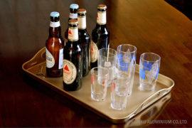 瓶ビールと硝子コップ